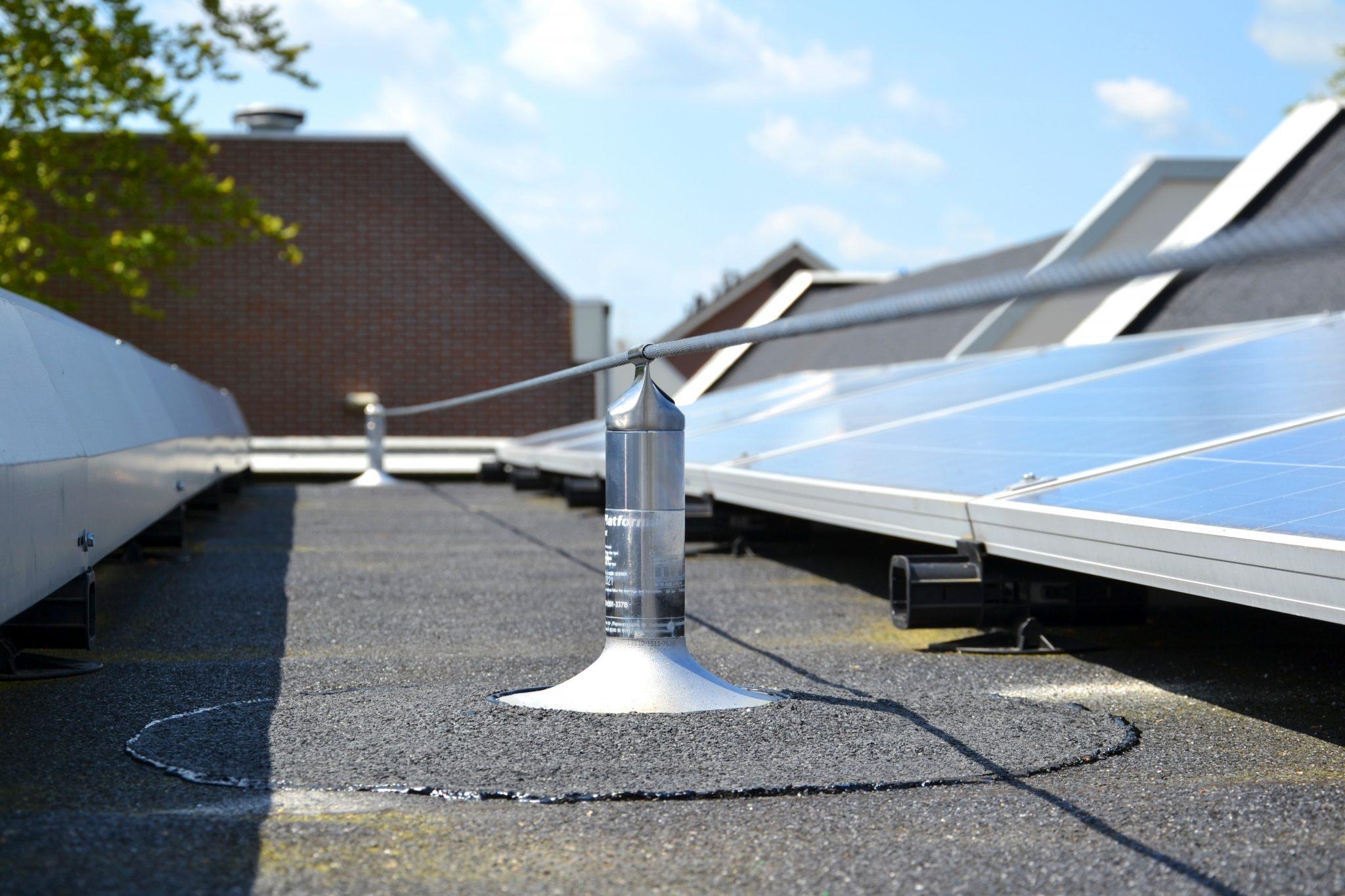 Koops Dakbedekking geeft advies over valbeveiliging en zonnepanelen